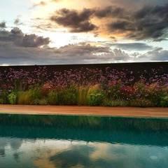mediterranean Pool by La Paisajista - Jardines con Alma