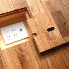 Modern walls & floors by 株式会社PLUS CASA Modern