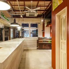 FORNO DA CARINO: Innovation Studio Okayamaが手掛けたレストランです。,インダストリアル