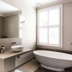 Ensuite bathroom:  Bathroom by Affleck Property Services
