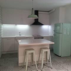 Reforma integral planta baja: Cocinas de estilo  de RODEK arquitectura interior