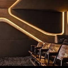 8SEC. - SHOWROOM HOME CINEMA:  Multimedia-Raum von Barefoot Design