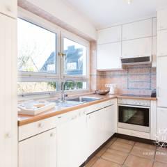 Home Staging Doppelhaus in Westerland/Sylt:  Küche von Home Staging Sylt GmbH