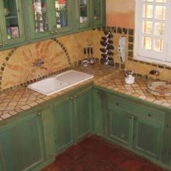 piano cottura in mosaico: Cucina in stile in stile Classico di Il mosaico sas & co di salem mohsen