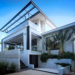 Fachada Principal: Villas de estilo  por sanzpont [arquitectura]