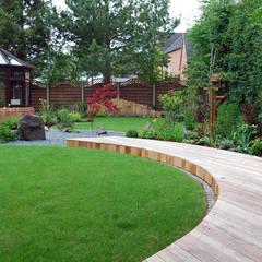Jardines de estilo  por Lush Garden Design,