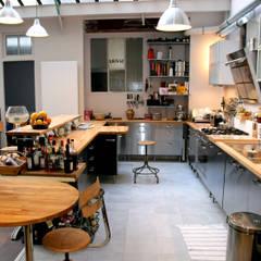 Loft Paris: Cuisine de style  par Cabinet Dario,