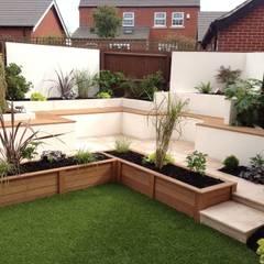 Integral bench seating/storage Modern garden by Lush Garden Design Modern