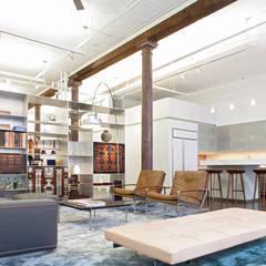 Greene Street Loft: industrial Living room by Slade Architecture
