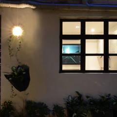 Leong Fee Terrace: Case in stile  di Stefano Tordiglione Design Ltd