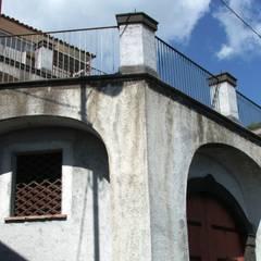 Garajes y galpones de estilo  por Antonio Torrisi , Mediterráneo