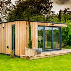 Stunning garden room suite:  Garden by The Swift Organisation Ltd