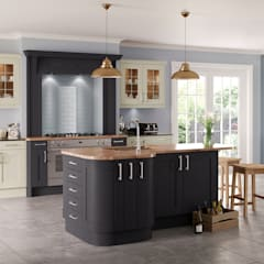 Saltaire Graphite and Ivory Painted Shaker Kitchen de Sigma 3 Kitchens Clásico