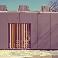 Budynek rzeźby wydz. architektury Politechniki Gdańskiej: styl , w kategorii Szkoły zaprojektowany przez Grupa Bio3