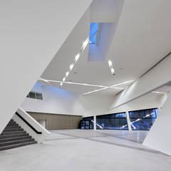 Le Forum: Palais des congrès de style  par H2A - Ir Architecte & Associés