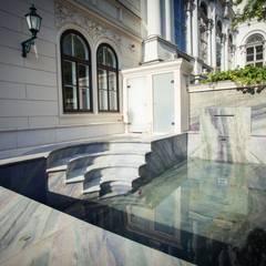 Pool aus edlem Quarzit:  Garten von SCHUBERT STONE GmbH