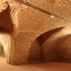 Nuova BIblioteca di Isola Viocentina in Villa Cerchiari: Cantina in stile  di Giuseppe Maria Padoan bioarchitetto - casarmonia progetti e servizi