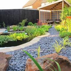 Jardines de estilo  por Katherine Roper Landscape & Garden Design,