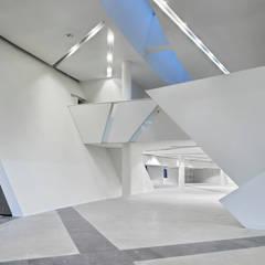 Le Forum et la mezzanine: Palais des congrès de style  par H2A - Ir Architecte & Associés