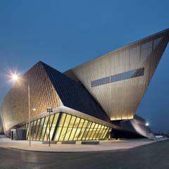 La Proue et son Bardage Métallique: Palais des congrès de style  par H2A - Ir Architecte & Associés