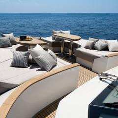 MCY _ 70: Yacht & Jet in stile  di  roberta mari