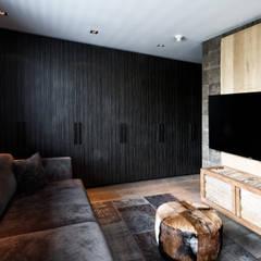 BB Interior - Project:  Mediakamer door BB Interior, Modern