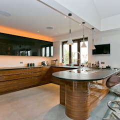 The Highway, Wapping, London, E1W:  Kitchen by Temza design and build