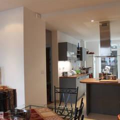 salle à manger: Salle à manger de style  par Agence ADI-HOME