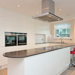 Cinnabar Wharf, Wapping High Street, London, E1:  Kitchen by Temza design and build