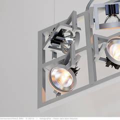 transformatie naar  een ingetogen luxe villa te Heiloo:  Slaapkamer door Heleen Rombout interieurarchitect BNI