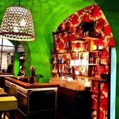 SambaMaki: Bar & Club in stile  di Studio Borrelli
