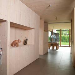 Passiefhuis Witven: scandinavische Eetkamer door Thomas Kemme Architecten