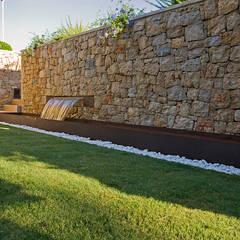Vivienda unifamiliar en Dénia, Alicante: Jardines de estilo  de Jorge Belloch interiorismo