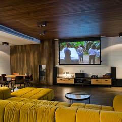 Vivienda unifamiliar en Dénia, Alicante: Salas multimedia de estilo moderno de Jorge Belloch interiorismo