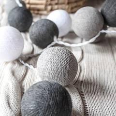 Cotton balls lights: styl , w kategorii Miejsca na imprezy zaprojektowany przez Qule