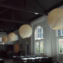 Vier lampen in de ruimte:  Evenementenlocaties door Vilt aan Zee