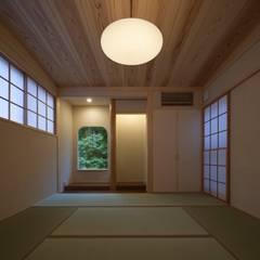 庚申堂の家: ろく設計室が手掛けた寝室です。