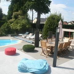Aménagement d'un tour de piscine esprit contemporain: Jardin de style  par EURL OLIVIER DUBOIS, Moderne