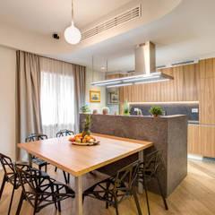 VEGEZIO: Sala da pranzo in stile in stile Moderno di MOB ARCHITECTS