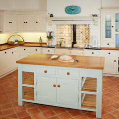 Oak island:  Kitchen by Bordercraft