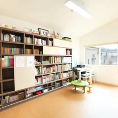 동탄주택: 춘건축의  서재 & 사무실,모던