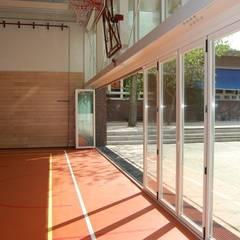 Glas-Faltwand SF 75H, Projekt Turnhalle:  Schulen von SUNFLEX Aluminiumsysteme GmbH