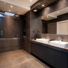 Interieur dubbele bovenwoning met vide:  Badkamer door Het Ontwerphuis