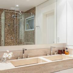Bathroom by ARQ_IN , Modern