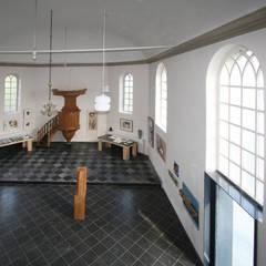 Verbouwing kerkje: rustieke & brocante Woonkamer door SeC architecten