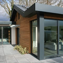 Schoolmasters modular eco house:  Houses by build different