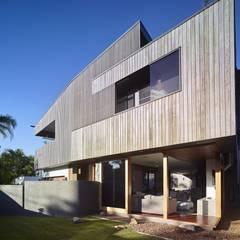 The Sunshine Beach House:  Houses by Shaun Lockyer Architects