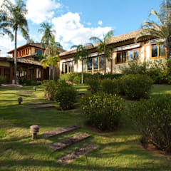 rustic Houses by PM Arquitetura