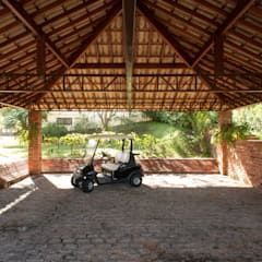 Nhà để xe/Nhà kho by PM Arquitetura