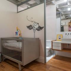 Aimbere: Quarto infantil  por PM Arquitetura,Industrial